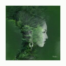 La femme montagne. Une colonne d'arbres envahit son corps, son échine, ses pensées.